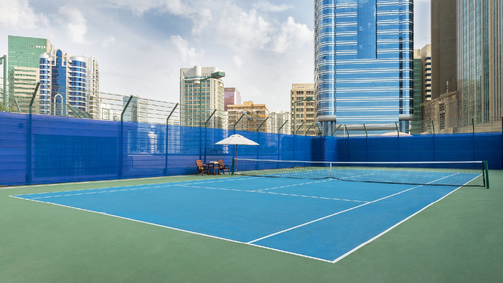 Outdoor tennis court at Sheraton Abu Dhabit Hotel & Resort